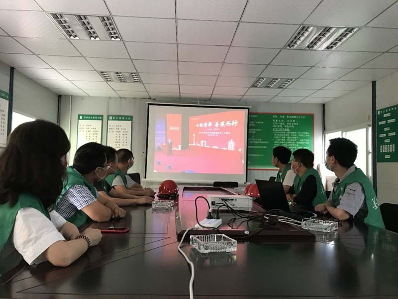 第七工程公司橡树华庭项目部组织观看华西集团
